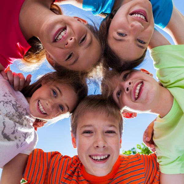 Viisi iloista lasta