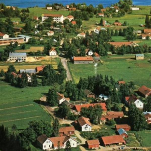 Ilmakuva aitoon kylän keskustasta